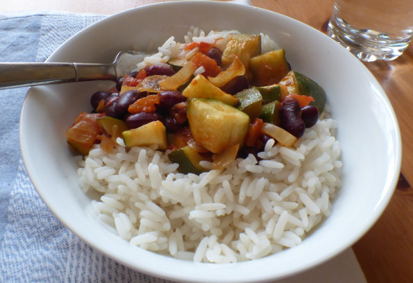 courgettes-in-tomato-sauce-with-beans-wide