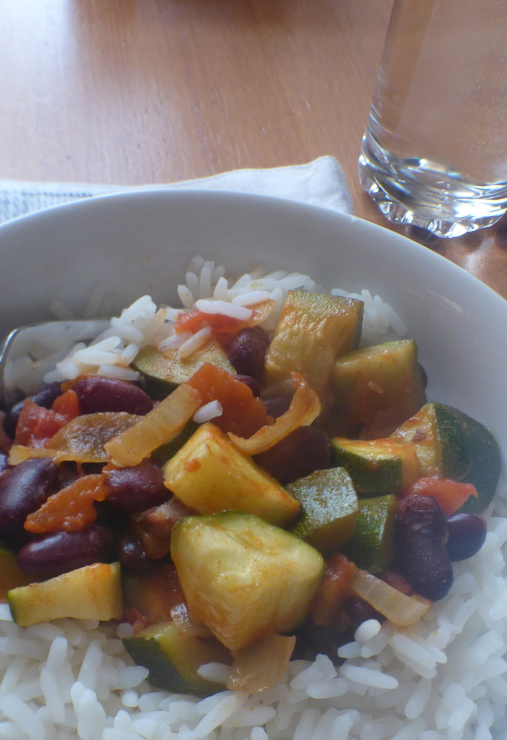 courgettes-in-tomato-sauce-with-beans