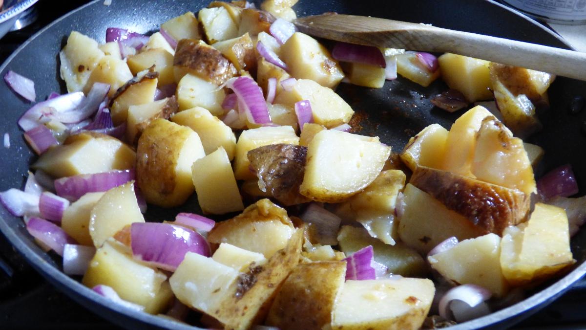 spanish omelette prep