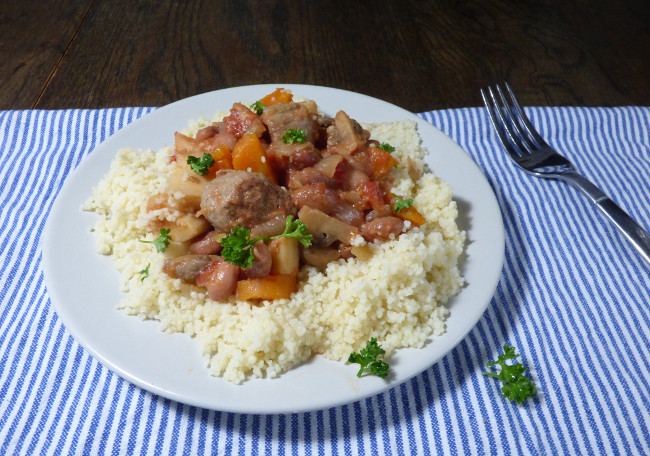 slow cooker sausage and bean chilli from busylizziecooks.com