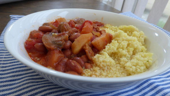 slow cooker sausage and bean chilli
