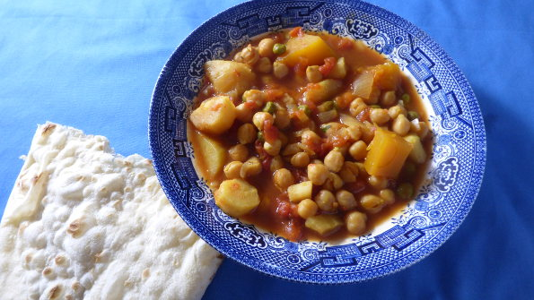 slow cooker chickpea curry with chapatti