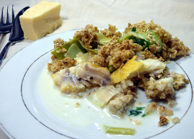 frying pan fish crumble, an easy smoked haddock pie alternative. From grubdujour.com